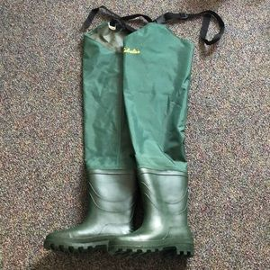 New without tags size 7 Cabela's boots.